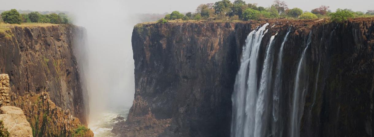Karoon magmaprovinssin laavakerroksia Afrikassa Viktorian putouksilla